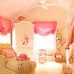 комната девочки с двумя окнами